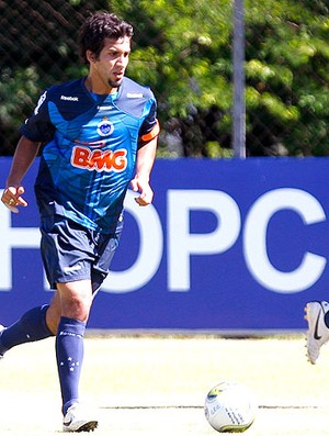 Victorino no treino do Cruzeiro (Foto: Washington Alves / VIPCOMM)