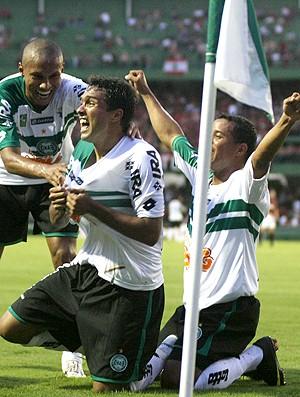 Davi Marcos Aurélio Jonas gol Coritiba (Foto: Ag. Estado)