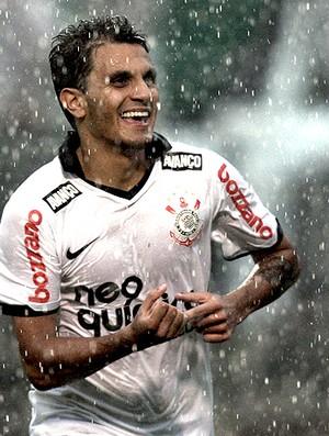 Fabio Santos gol Corinthians (Foto: Ag. Estado)
