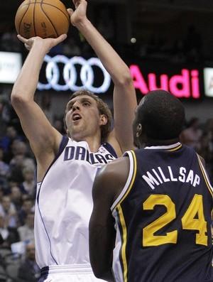 Dirk Nowitzki, astro do Dallas Mavericks (Foto: AP)