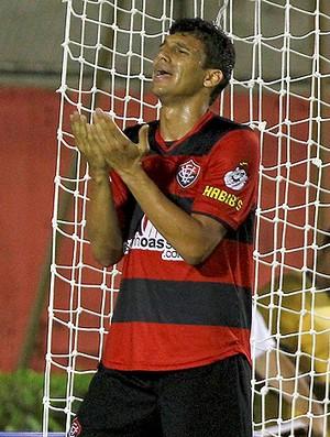 Jogador Vitória lamenta derrota (Foto: Ag. Estado)