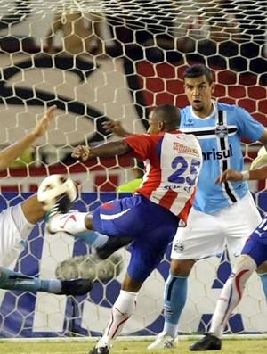 Víctor Cortes Juniors Barranquilla x Grêmio (Foto: EFE)