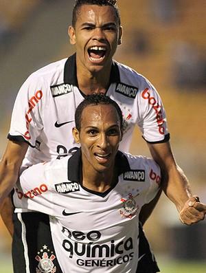 Dentinho Liedson gol Corinthians (Foto: Ag. Estado)