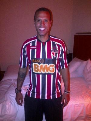 Luis Fabiano já veste a camisa do São Paulo (Foto: Site Oficial do São Paulo FC)