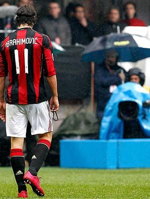 Ibrahimovic milan expulso bari (Foto: agência Reuters)