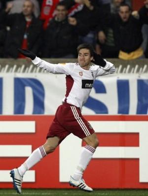 Nicola Gaitan comemorando gol do Benfica (Foto: Reuters)
