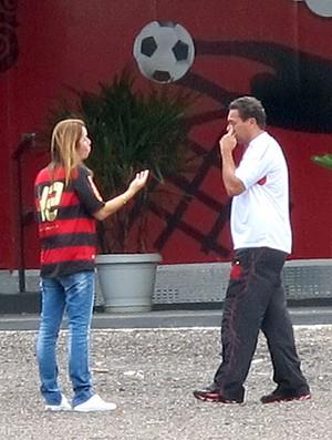 Patrícia Amorim e Luxemburgo no treino do Flamengo (Foto: Richard Fausto / GLOBOESPORTE.COM)