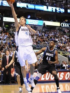 Dirk Nowitzki, astro do Dallas Mavericks (Foto: EFE)
