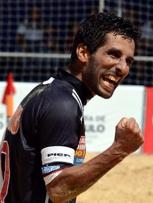 Jorginho festeja gol do Vasco contra o Sporting no Mundialito de Futebol de Areia (Foto: Deco Pires/Divulgação)