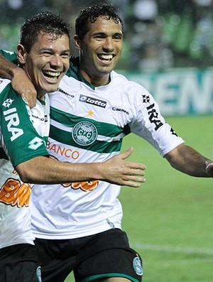 Anderson Aquino coritiba gol atlético-GO (Foto: Roberto Dziura JR / Agência Estado)