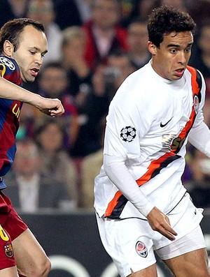 Jadson do Shakhtar na partida contra o Barcelona (Foto: EFE)