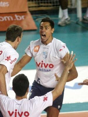Henrique, central do Minas, Superliga 2010/2011 (Foto: Alexandre Arruda / CBV)