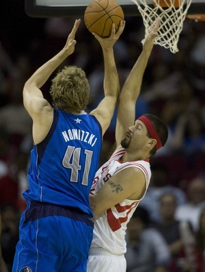 Dirk Nowitzki, astro do Dallas Mavericks (Foto: AP)
