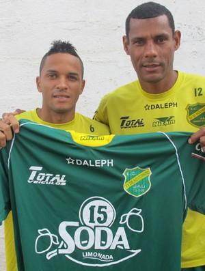 Claudecir e Rodriguinho, jogadores do XV de Jaú (Foto: Carlos Augusto Ferrari / Globoesporte.com)