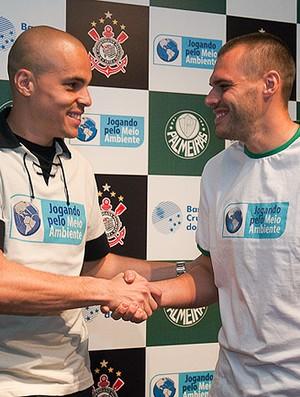 Julio Cesar e Deola na coletiva Jogando pelo Meio Ambiente (Foto: Renato Cury / Globoesporte.com)
