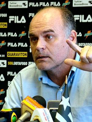 Maurício Assumpção presidente do Botafogo durante entrevista (Foto: Eduardo Peixoto / Globoesporte.com)