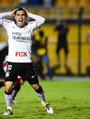Bruno César, do Corinthians, contra o Oeste (Foto: Marcos Ribolli / Globoesporte.com)