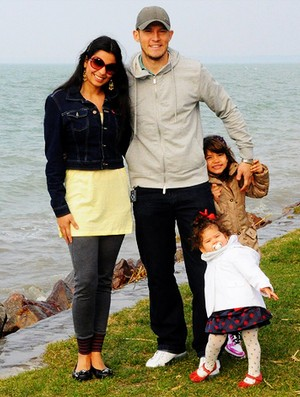 André Alves Videoton e a família na Hungria  (Foto: Divulgação)