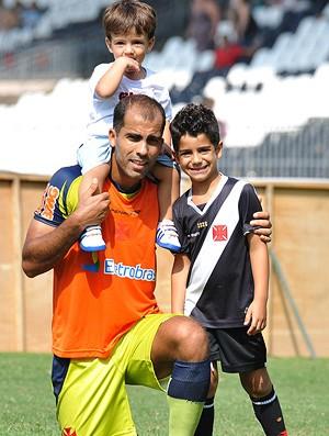 felipe vasco treino filhos (Foto: Marcelo Sadio / Site Oficial do Vasco)