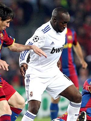 Lass Diarra na partida do Real Madrid contra o Barcelona (Foto: EFE)