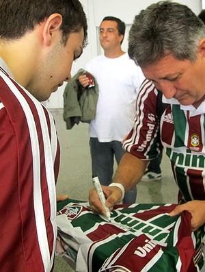 Romerito no embarque do Fluminense com o presidente do clube, Peter (Foto: Edgard Maciel de Sá / GLOBOESPORTE.COM)