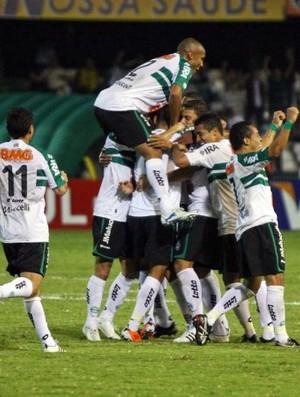 coritiba comemora a vitória sobre o Palmeiras (Foto: Divulgação/Coritiba)