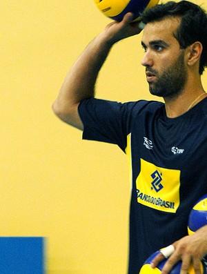 Mário Junior no treino da seleção de vôlei (Foto: Helena Rebello / Globoesporte.com)