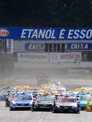 Stock Car: carros aceleram na largada (Foto: Fernanda Freixosa/Divulgação)