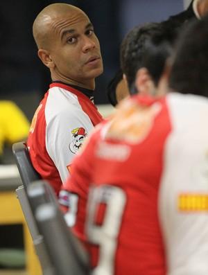 Alex Silva ficou fez tratamento no Reffis nesta terça-feira (Foto: Luiz Pires / VIPCOMM)
