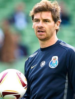 Andre Villas-Boas, técnico do Porto, no treino (Foto: AP)