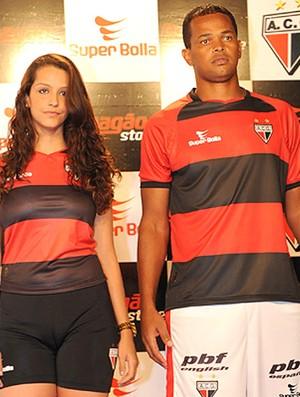 Gilson novo Uniforme Atlético-GO (Foto: Site Oficial do Clube)