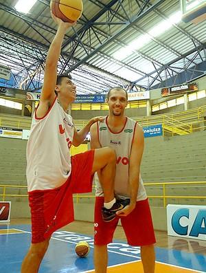 NBB - Helinho e Drudi, do Franca (Foto: Rodrigo Alves / Globoesporte.com)