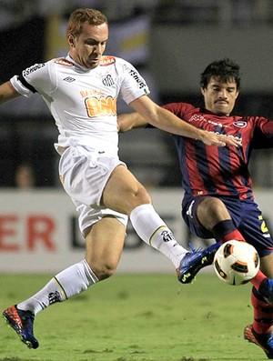 Zé Eduardo na partida do Santos contra o Cerro Porteño (Foto: Reuters)