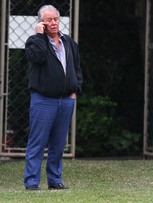 Presidente Juvenal Juvêncio esteve no CT da Barra Funda (Foto: Luiz Pires / VIPCOMM)