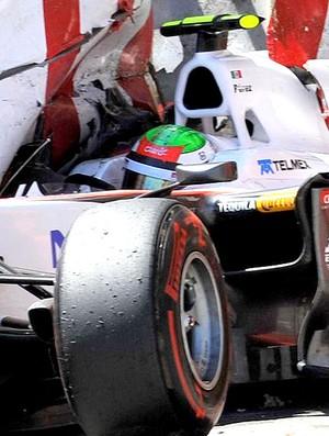 carro de Sergio Perez após acidente em Mônaco (Foto: AP)