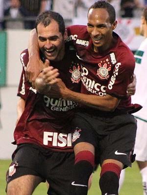 Danilo liedson corinthians gol coritiba (Foto: Fernando Calzzani / Agência Estado)