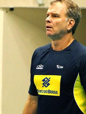 Bernardinho no treino da seleção de vôlei (Foto: Helena Rebello / Globoesporte.com)