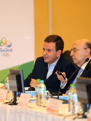 Eduardo Paes e Henrique Meirelles, reunião COI (Foto: J. P. Engelbrecht)