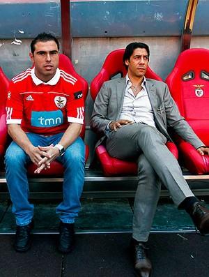 Bruno Cesar é apresentado no Benfica ao lado de Rui Costa (Foto: EFE)