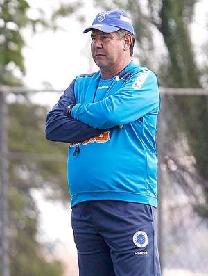 Joel Santana no treino do Cruzeiro (Foto: Washington Alves / VIPCOMM)