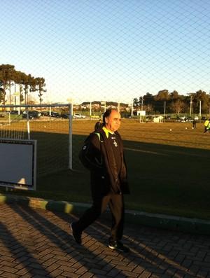 Marcelo Oliveira, técnico do Coritiba, chegando no CT da Graciosa (Foto: Gabriel Hamilko / Globoesporte.com)