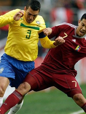 lucio brasil venezuela copa américa (Foto: agência AP)