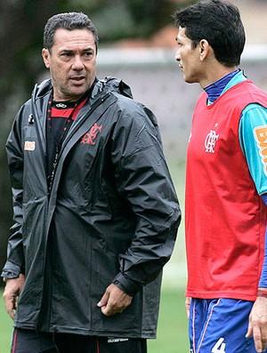 Vanderlei Luxemburgo e Ronaldo Angelim no treino do Flamengo (Foto: Fábio Borges / VIPCOMM)