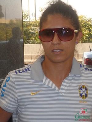 Cristiane Desembarque Seleção Feminina de futebol (Foto: Marcelo Baltar / Globoesporte.com)