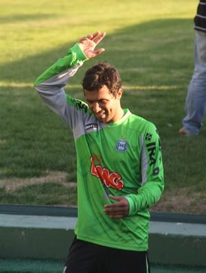 Davi se despedindo no treino do Coritiba (Foto: Gabriel Hamilko / GloboEsporte.com)