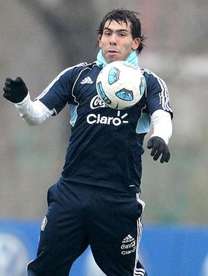 Tevez no treino da Argentina (Foto: EFE)
