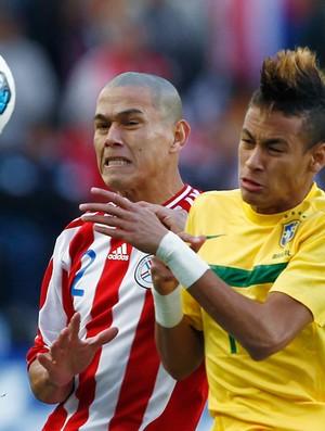 Neymar Brasil Veron Paraguai (Foto: AFP)