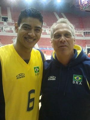 Shilton e Alberto Bial - seleção militar de basquete (Foto: Rodrigo Alves / GLOBOESPORTE.COM)