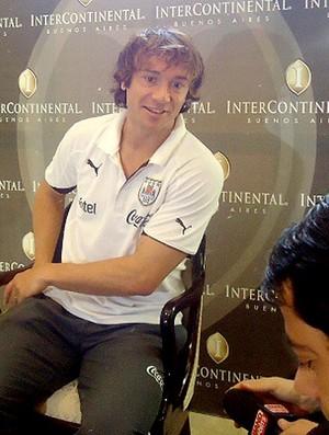 Lugano durante entrevista do Uruguai (Foto: Marcos Felipe / Globoesporte.com)