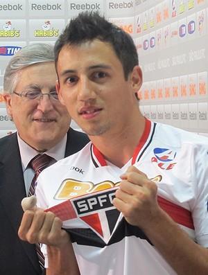 Iván Piris apresentação São Paulo (Foto: Julyana Travaglia / Globoesporte.com)